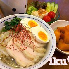 たくさん仕込んだ、とりはむも今日で終わり。昨日がっつりメニューだったので今日はヘルシーに春雨ヌードル♡ 食べ応えを出すために、サツマイモの春雨を使っています☆〜(ゝ。∂) - 106件のもぐもぐ - とりはむスープで塩ラーメン風春雨ヌードル、かぼちゃの煮物、豆腐サラダ(b゚v`*) by ichinana