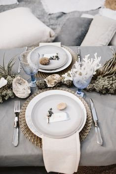 The Most Popular Wedding Color Trends For 2019 wedding inspiration The Most Popular Wedding Color Trends For 2020 Beach Wedding Tables, Beach Wedding Centerpieces, Seaside Wedding, Beach Wedding Favors, Wedding Table Decorations, Decoration Table, Wedding Bride, Centerpiece Ideas, Beach Weddings
