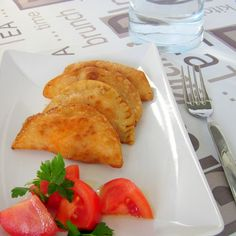 Easy and quick pasty recipe with tuna, homemade tomato sauce and hard-boiled egg, try this popular Spanish tapas recipe!