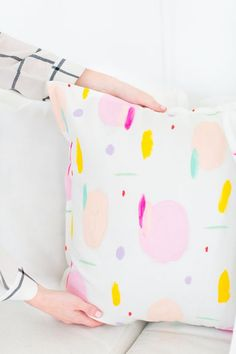 DIY crafts // For the home // To sell // For gifts // Easy + unique ideas just for fun! // DIY Geometric Pattern Throw Pillows