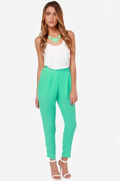 The Give It Your All Mint Green Pants have a high-rise banded waist above a couple of pleats that assist in the slouchy look you adore, with woven tapered pant legs. Hot Outfits, Junior Outfits, Summer Outfits, Lulu Fashion, Spring Fashion, Fashion Shoes, Mint Green Pants, Lulu Pants, Colored Pants