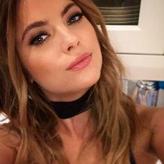 Ashley Benson is such a beauty Ashley Benson, Hanna Marin, Hanna Pll, Victoria, Spencer Hastings, Wattpad, Belleza Natural, Portraits, Models