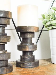 DIY Candle Holders Ideas That Can Beautify Your Room – EnthusiastHome – Pillar Candles İdeas. Old Candles, Beeswax Candles, Pillar Candles, Rustic Candles, Christmas Floral Arrangements, Wooden Candle Holders, Candlemaking, Wooden Diy, Christmas Candles