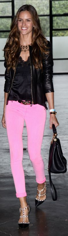neon pink jeans + leather For Jessica Neon Pink Jeans, Pink Skinny Jeans, Pink Pants, Bright Pants, Pink Trousers, Slacks, Mode Style, Style Me, Look Fashion