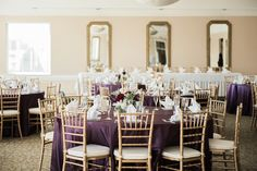 Beacon Hill Golf Club wedding venue in the Detroit, Michigan area has a beautiful outdoor ceremony location and large, open country club style reception room.