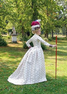 Modern reproduction of a 1780s robe à l'anglaise.