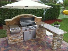 Cucine da esterno in muratura - Cucina esterna con ombrellone