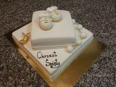 tort na chrzciny z galerii tortów na chrzciny artystycznie ozdobiony na górze malutkie buciki wykonane z lukru plastycznego