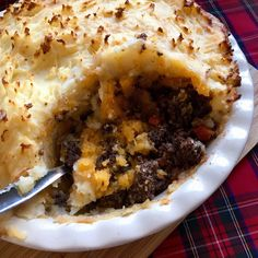 Haggis, neeps and tatties cottage pie - Something Sweet Something Savoury Scottish Recipes, Irish Recipes, Haggis Neeps And Tatties, Burns Night Recipes, Easy Dinner Recipes, Great Recipes, Night Food, Cottage Pie, Home Baking