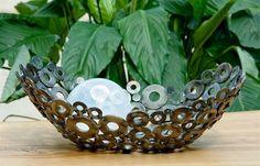 نتيجة بحث Google عن الصور حول http://yourdecoratinghotline.com/wp-content/uploads/2011/03/recycled-bowls-Freshome-TammyRoe.jpg