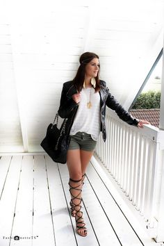 New Outfit of the Day (ootd) on the blog www.FashionetteTS.com. Gladiator sandals, khaki shorts, XL t-shirt, oversize, leather jacket, shopper, feathers, H&M, Michael Kors, Mango, Forever 21, blogger, fashion, look, style, fall, autumn, summer, casual, sexy, stylish, outfit, laceup sandals, shoes, bags. #FashionetteTS