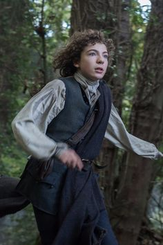 Today's Outlander season 3 episode 2 photos feature Sam Heughan's Jamie Fraser plus also the younger version of Fergus. Jamie Fraser, Claire Fraser, Fergus Outlander, Outlander Casting, Outlander Tv Series, Watch Outlander, Sam Heughan, Voyager Outlander, Tartan
