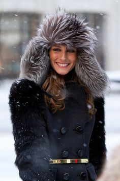 ::Olivia Palermo looks fierce in this fur hooded jacket to stay warm during NYC fashion week. Love the gold belt to add shape to the large jacket:: Estilo Olivia Palermo, Olivia Palermo Style, Fashion Mode, Fur Fashion, Look Fashion, Winter Looks, Winter Style, Street Looks, Street Style