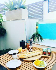 Sommerlig frokost | sommerfrokost | frokost ute | frokost sommer | #frokost Torrevieja Spain, Terrace, Table Decorations, Breakfast, Outdoor Decor, Meal, Inspiration, Furniture, Food