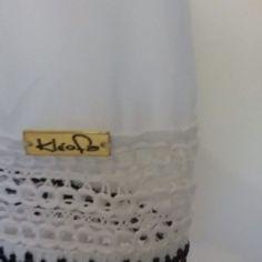 """Detalhe da blusa com guipir preto e branco da coleção """"Doce Vida"""" do Verão 2016 da Kléofa."""