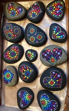 Don't be discouraged, a can of black spray paint and fabric paints. Grab some … Don't be discouraged, a can of black spray paint and. Rock Painting Patterns, Rock Painting Ideas Easy, Dot Art Painting, Rock Painting Designs, Mandala Painting, Pebble Painting, Pebble Art, Stone Painting, Art Art