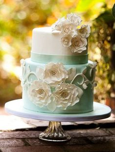White flowers on half mint half white wedding  cake