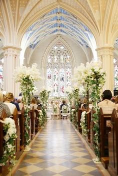 Breathtaking Church Wedding Decorations ★ church wedding decorations amazing flower decor Jose Villa We make a great list of the best church wedding decorations for your wedding. Start scrolling down and pick up the most romantic ideas for your Big day. Wedding Chapel Decorations, Church Wedding Flowers, White Wedding Flowers, Chapel Wedding, Church Decorations, Church Weddings, Wedding Bride, Wedding In A Church, Wedding Mantle
