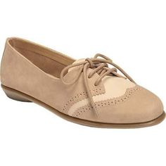 Sweet Bet combines the classic style of a men's oxford with the sweetness of a women's flat. Classic brogue stitching accents this menswear-inspired oxford crafted from supple nubuck. A mini lacing system and rounded toe soften the