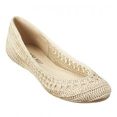 Nine West Crochet FlatsRound toe flat with crochet detail.crochet ballet flats I want.I like these cream colored woven flats for Spring or Summer.these would look like a cesspool after a semester of schleping across campus. Crochet Shoes Pattern, Crochet Sandals, Shoe Pattern, Crochet Slippers, Lace Flats, Ballet Flats, White Flats, Knit Shoes, Nine West Shoes