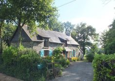 Traditional longère house in Brittany for €159K. The market town of Merdrignac with lake & lisure base is only 10 mns away, beaches at Val Andre 40 mns. The house sits on lovely grounds with mature trees & open views on the rolling countryside. An ideal place to get away from it all, only 1 hour from St Malo ferry port & Dinard & Rennes airports.