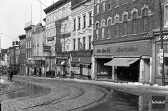 La cote de la Fabrique, a Quebec, en 1947 - in Quebec - Wikimedia Commons Saint Médard, Saint Jean, Quebec Montreal, Quebec City, Westminster, Monuments, Chute Montmorency, Chateau Frontenac, Le Petit Champlain
