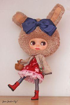 Custom BLYTHE doll, YARN HEAD, Tabatha Mahogany OOAK by Dr. Blythenstein