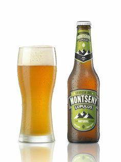 """Cervesa Montseny """"Lupulus""""  Alc.5'4%vol.) Estil cerveser: ÍBER ALE. Cervesa rossa d'alta fermentació adaptada a l'estil del nostre país. Amb aquesta cervesa recuperem l'alta fermentació tradicional dels nostres avantpassats ibers. La recepta incorpora maltes i llúpols emprats en l'elaboració de les cerveses de gran consum d'estil Pilsen (de baixa fermentació), o de la família de les Lager."""