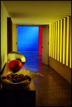 Always jaw droppin' work by my fav' Luis Barragán.  Casa Gilardi / Luis Barragán