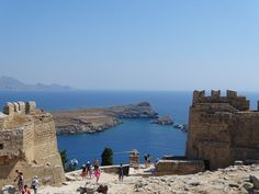Planning a trip to the island of Rhodes, in Greece and you are looking for information? In this post find the best things to do in Rhodes, Greece. Rhodes, Stuff To Do, Things To Do, Holiday Resort, Old Churches, Greece Travel, Greek Islands, Beach Resorts, Viajes