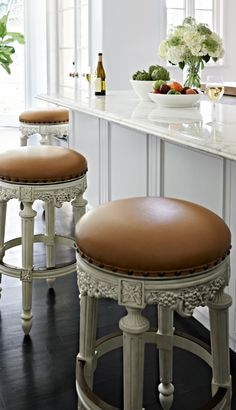 A testament to old-world craftsmanship, our Grapes Bar Stool incorporates precisely detailed handcarving in hardwood and mahogany veneers. The focal point is the carved grapes, sculped around the base of the seat with layered dimension and highlighted with an exquisite dry-brush finish.