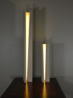 Lampe en bois moderne : This is a hand made Elagone lamp inspired wood lamp that is remarkably versatile. An ultra-thin LED strip lines the inner core, diffusing Lamp Design, Lighting Design, Modern Landscape Lighting, Wood Table, Table Lamp, Deco Led, Concrete Light, Diy Table Top, Led Stripes