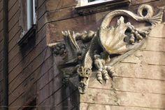 smok na budynku przy ulicy Drzymały│ Bytom │ fot. Anna Miklaszewska Lion Sculpture, Anna, Statue, Sculptures, Sculpture