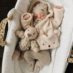 Uploaded by Find images and videos about cute, winter and baby on We Heart It - the app to get lost in what you love. So Cute Baby, Cute Baby Clothes, Cute Kids, Winter Baby Clothes, Babies Clothes, Little Babies, Baby Kids, Baby Baby, Foto Baby