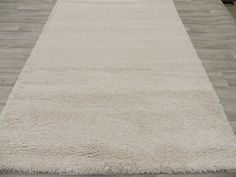Ivory Turkish Shaggy Rug Size: 160 x 230cm