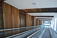 Improving users well-being in transport hubs via Laudescher wall cladding and ceiling systems.