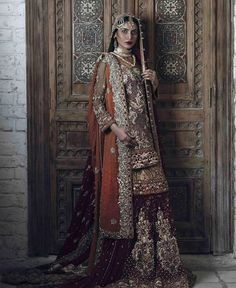 Pakistani couture Mashal-e-Rukhsar collection by @shazia_kiyani is a mix of traditional and modern Persian architect, paintings of the pahalvi period with gold, ivory, red and blue color mix. A perfect blend for this #wedding season. #EbuzzPR Photographed by @khawar.riaz.1 #ModernPakistaniElites