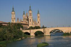 La #Basílica del Pilar de #Zaragoza por la mañana. #Spain.