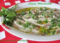 Le Alici marinate sono un delizioso antipasto o un leggero secondo piatto di pesce molto semplice da preparare anche con qualche giorno di anticipo
