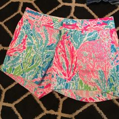 Lilly Pulitzer shorts! Worn once! Like new size 4 Lilly Pulitzer Shorts Jean Shorts