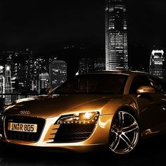 Golden Audi R8! Bling Bling!