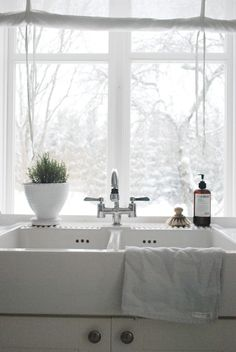 White Kitchen / Image via: juliasvitadrommar #calm #clean