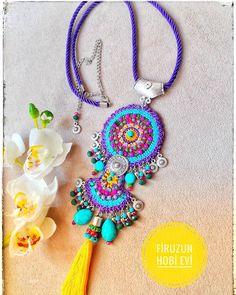 # 🍬🍬💕💕😙😙😍 # dogaltaskolye oyalikolye # 💜💗🙇♀️firuzunkolyeleri You are in the right place about crochet braid styles Here we offer you. Fabric Jewelry, Boho Jewelry, Beaded Jewelry, Jewelery, Fashion Jewelry, Diy Necklace, Crochet Necklace, Collar Hippie, Weird Jewelry