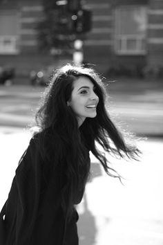 Musthave: NSMBL's Anna Nooshin schrijft haar eerste boek genaamd 'On Top' | NSMBL.nl Teen Vogue, Black And White Pictures, People Photography, Celebs, Celebrities, Classic Beauty, Woman Crush, Location, Pretty Pictures
