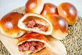 BBQ / Char Siu Bao Bollos de cerdo chinos al horno (Xiu Mi Pan dulce Char Siu, Barbacoa, Biscotti, Sweet Bread Meat, Chinese Bbq Pork, Baking Buns, Bao Buns, Pork Buns, Pan Dulce