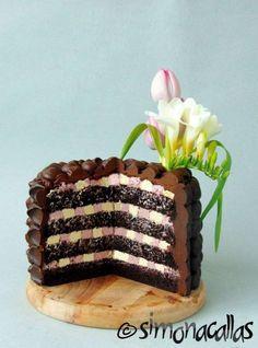 Tort de ciocolata cu interior surpriza 4 Romanian Desserts, Food Cakes, Nutella, Tiramisu, Cake Recipes, Caramel, Sweet Treats, Deserts, Ice Cream