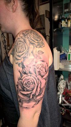 Ein sehr talentierter und erfahrener Tattoo Künstler, der absolut sauber und steril arbeitet. Er hat viele Auszeichnungen und Preise gewonnen und dennoch auf dem Boden mit seinen Preisen geblieben. Alle hier gezeigten Werke sind seine eigenen. Großflächige 3D Tattoos bis hin zur Fineart sind seine Stärken. Das Tattoo Studio ist in der Walramstraße 4 in 65183 Wiesbaden, Deutschland. Für Termine einfach vorbei kommen oder bitte +49 173 6745227 anrufen und sagen, dass Du von mir kommst Marcus…