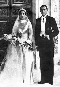 Prince Juan of Spain and Princess Maria de las Mercedes of the Two Sicilies - 1935  Wedding of Prince Juan de Borbón and Princess María de las Mercedes Dos-Sicilias (the parents of the current king of Spain), on October 12th 1935. The bride's gown was designed by Worth and it was made in silver lamé with old embroiders. She used a diadem of orange blossom coming from Valencia.