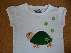 "Camiseta realizada en patchwork. Camisetas decoradas ""ME GUSTA"" Facebook"