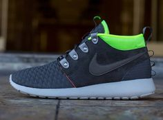 Nike Roshe Run Mid Winter Newsprint Smoke Volt